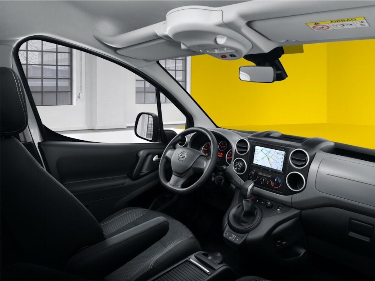 Opel Combo Life - Интерьер